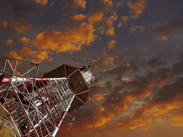 antenna-tele_0000_tv-tower-and-plane-telecommunications-tower-agains-SWV9UCP